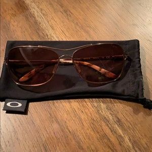 Oakley Conquest Rose Gold /brown